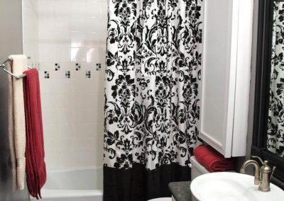 Interior-Black-and-White-Shower-Curtain1